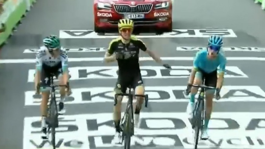 Yates wins stage 12 for Aussie team