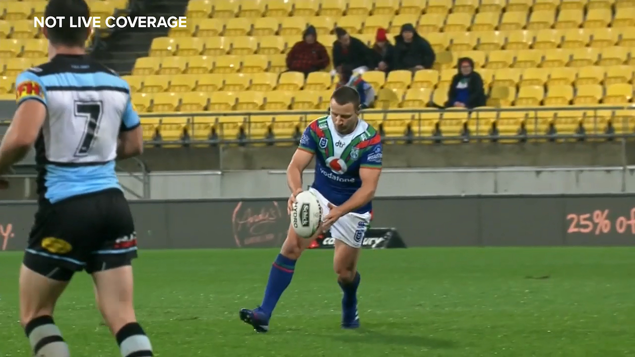 Blake Green puts the Warriors ahead in the final minutes against the Cronulla Sharks
