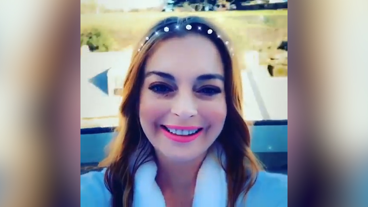 Lindsay Lohan tries on Australia accent after landing down under