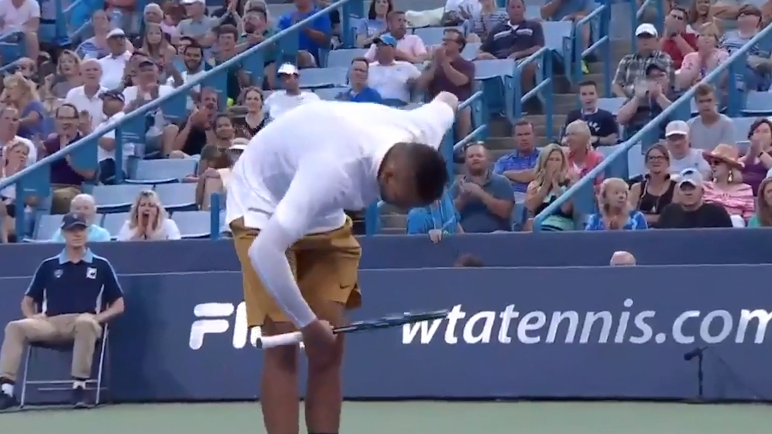 Kyrgios takes a bow after 'ridiculous' shot