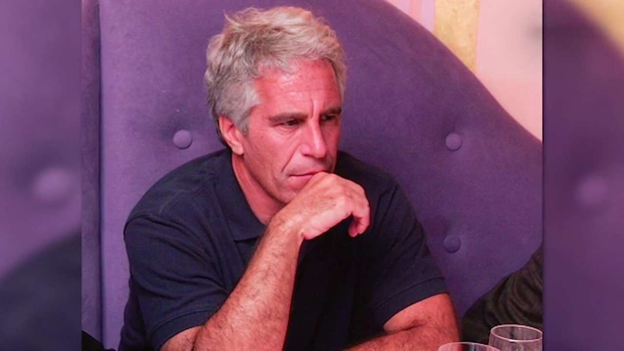 Jeffrey Epstein signs will 2 days before death