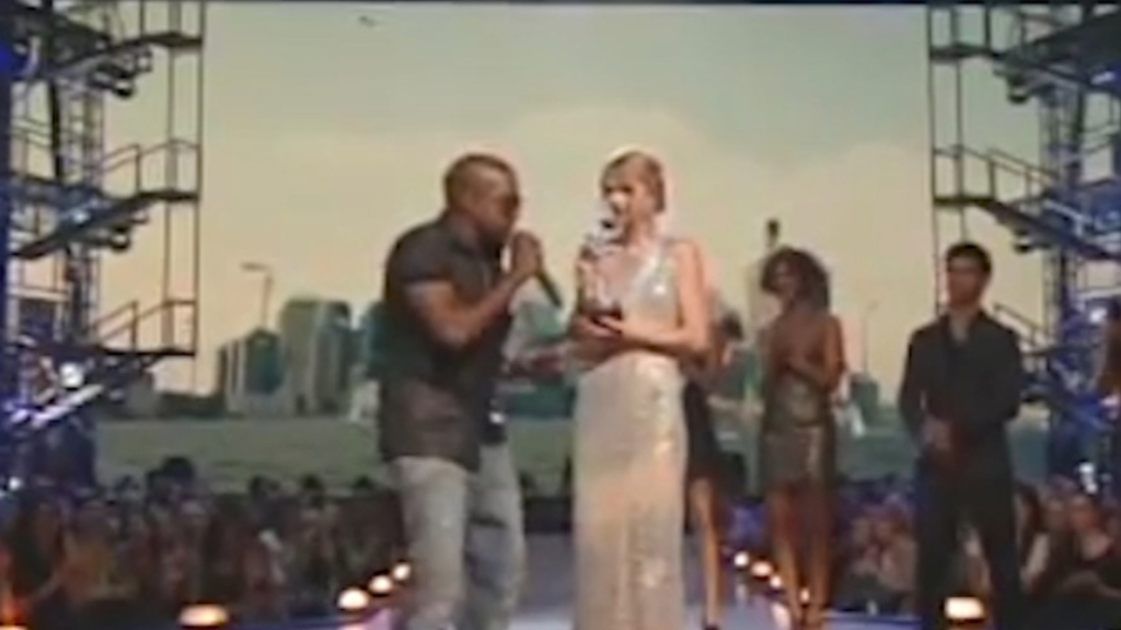 Kanye West interrupts Taylor Swift at 2009 MTV Video Music Awards