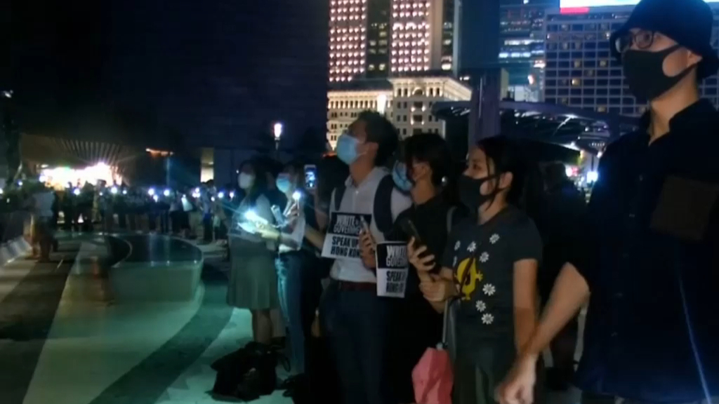 Hong Kong protesters form human chain