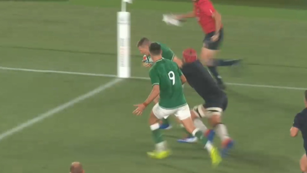 Conway scores in the corner for Ireland