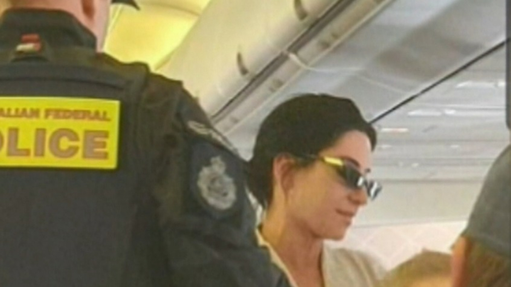 The Veronicas kicked off Qantas flight