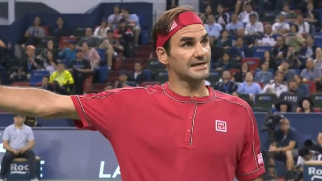 Federer snaps at reporter