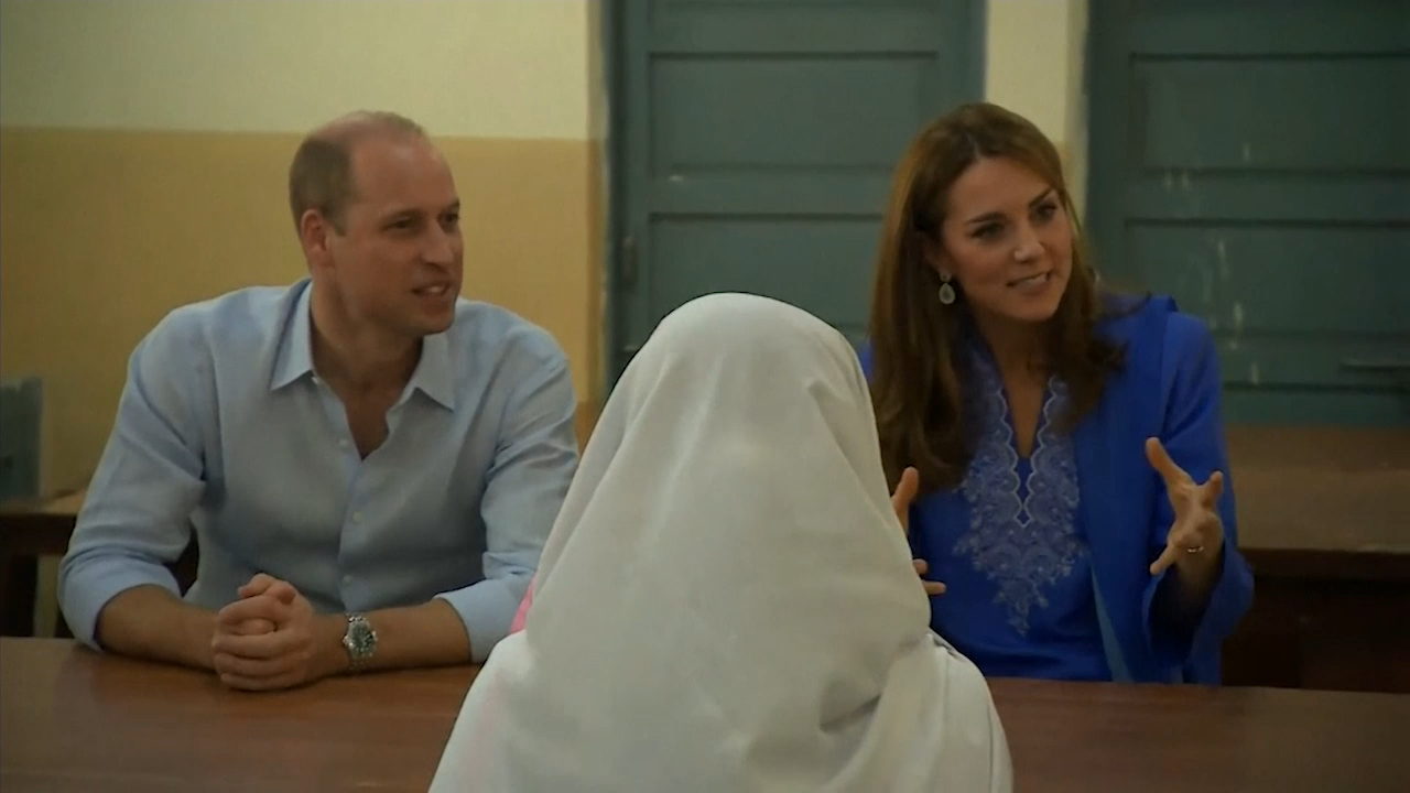 Prince William's sweet reaction when student says she's a fan of Princess Diana
