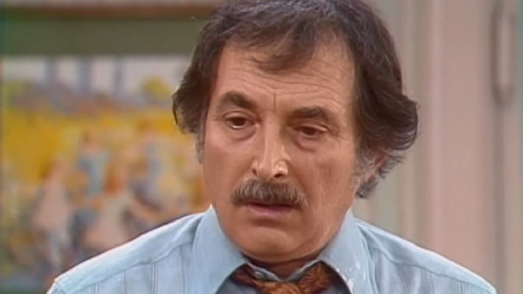 'Maude' star Bill Macy addresses Walter Findlay's alcoholism