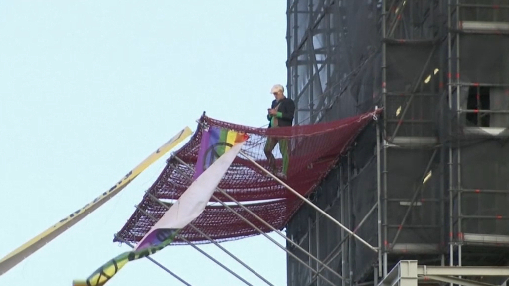 Extinction Rebellion activist climbs Big Ben scaffolding