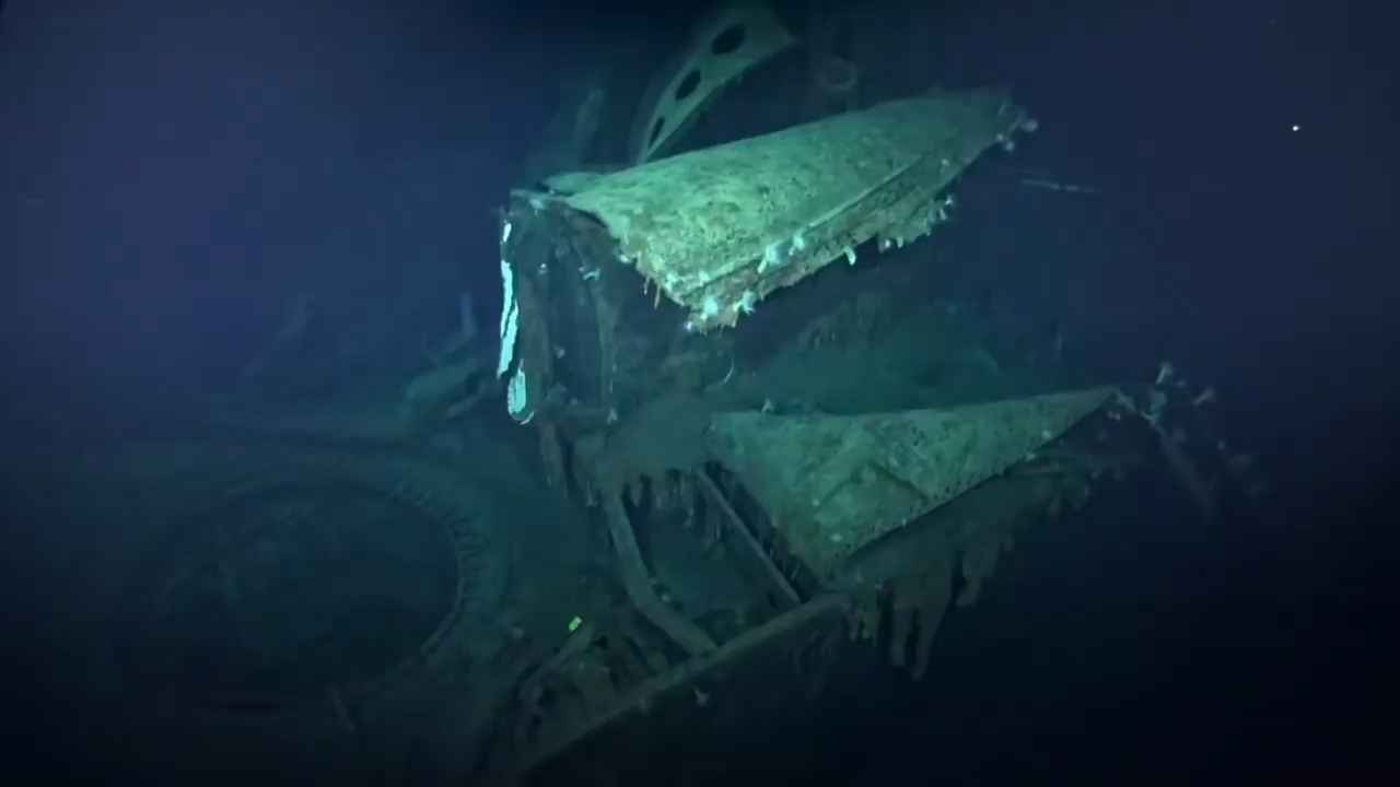 Undersea explorers discover World War II warship wreck