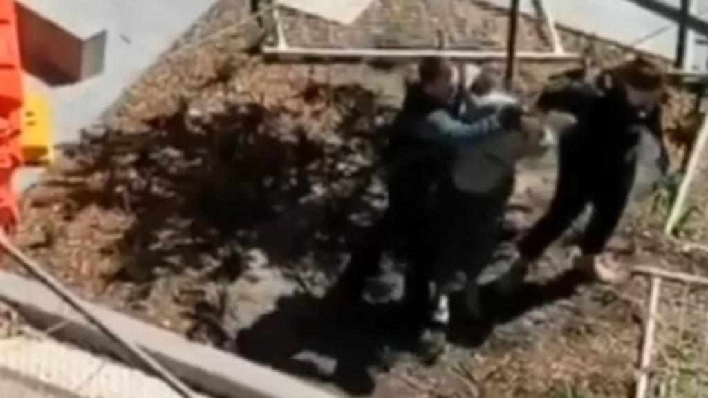 Police officer injured during arrest
