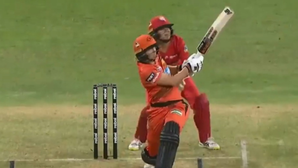 Lanning six leads to WBBL win