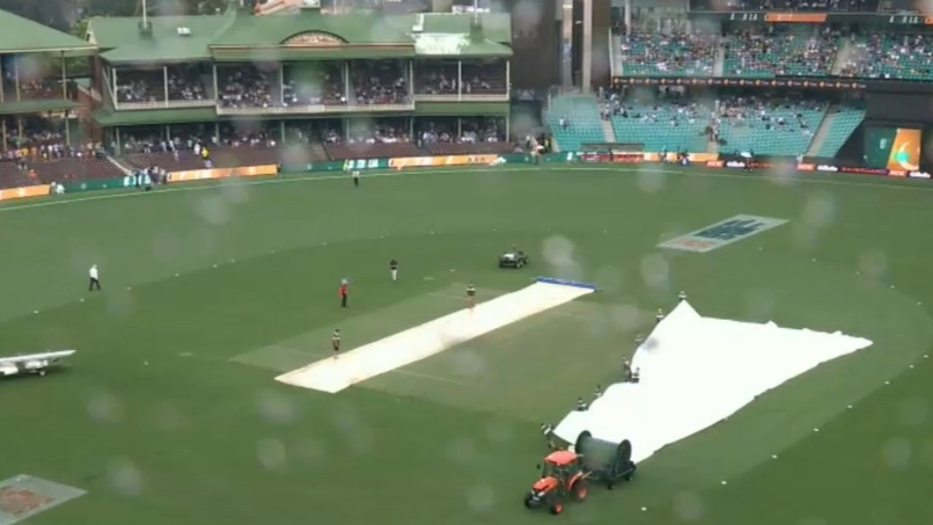 Rain thwarts frustrated Aussies in T20