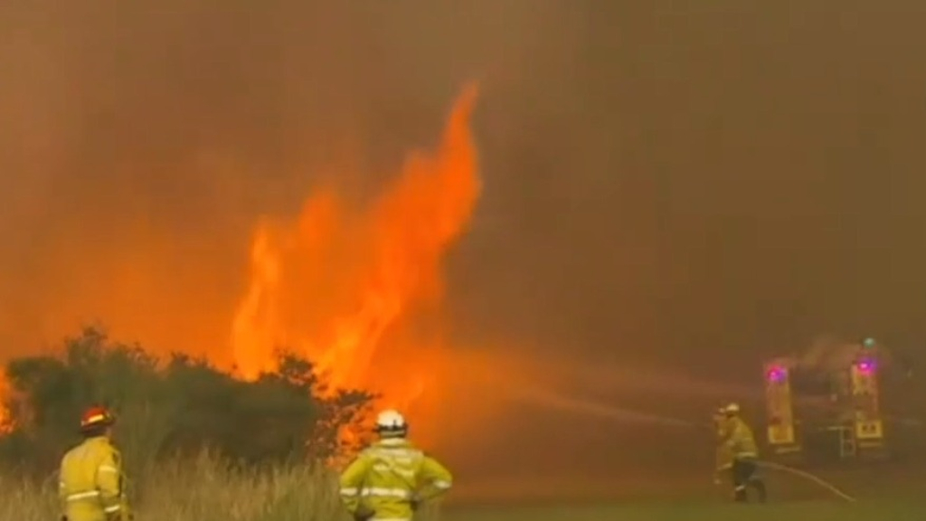 Two people found dead and 100 homes destroyed in Australian bushfires