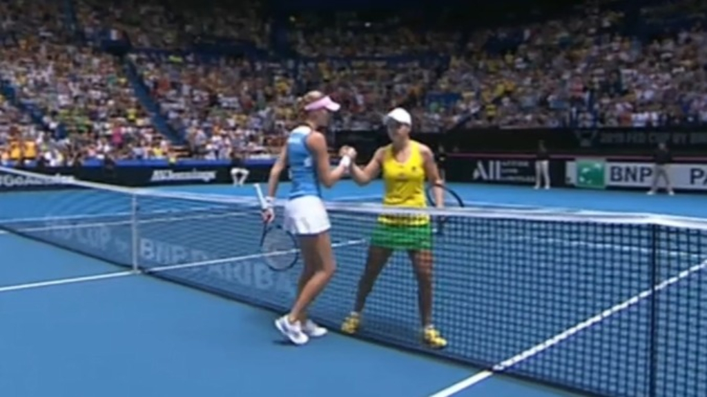 Mladenovic upsets Barty in Fed Cup final
