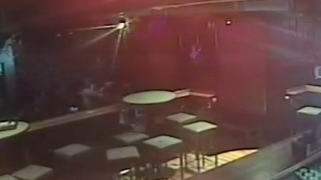 Police shoot swinger in Melbourne nightclub