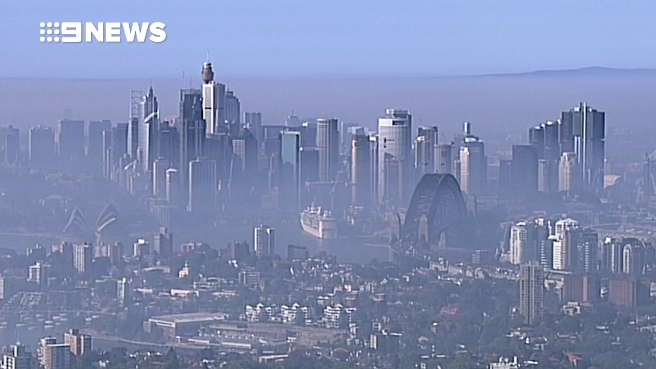 Pollution at hazardous levels as smoke haze blankets Sydney
