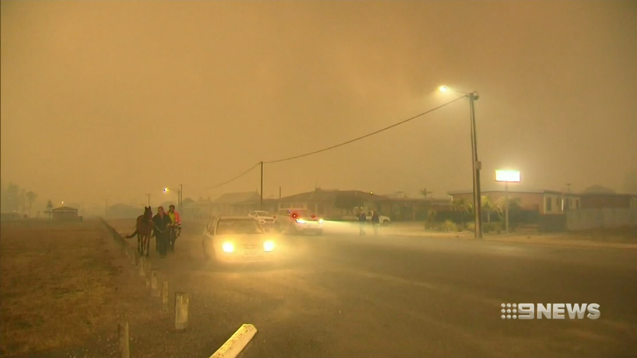 Edithburgh fires threaten town