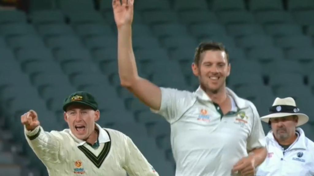 Aussies strike late on Day 3