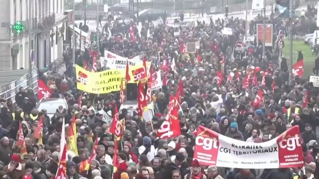 Truckers block roads as French strikes hit weekend travel