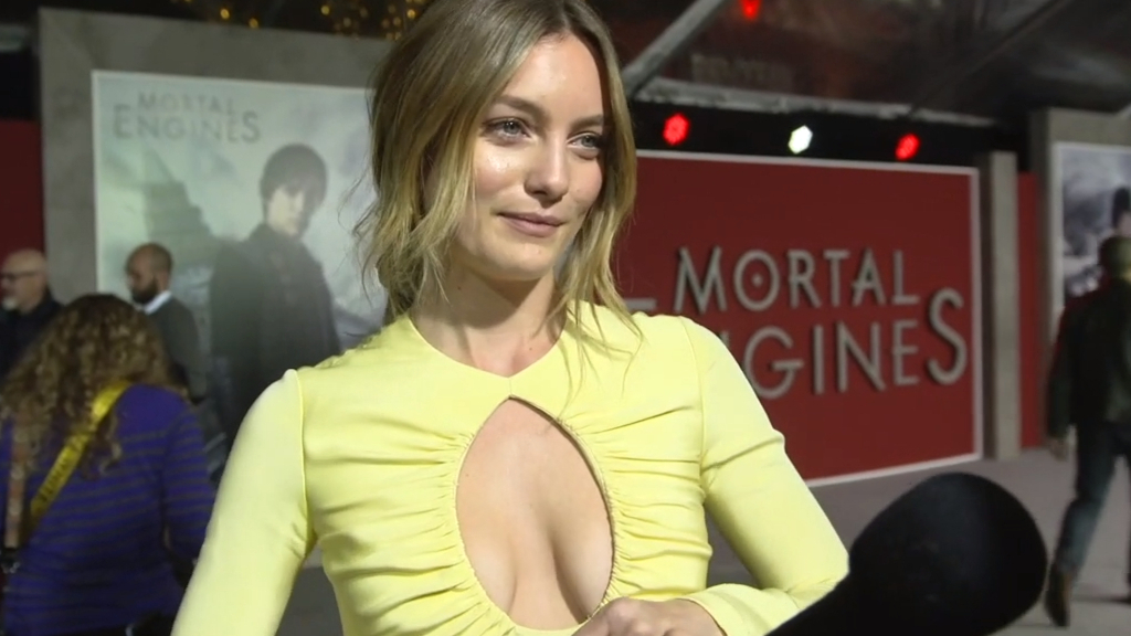 Leila George walks red carpet at Mortal Engines premiere