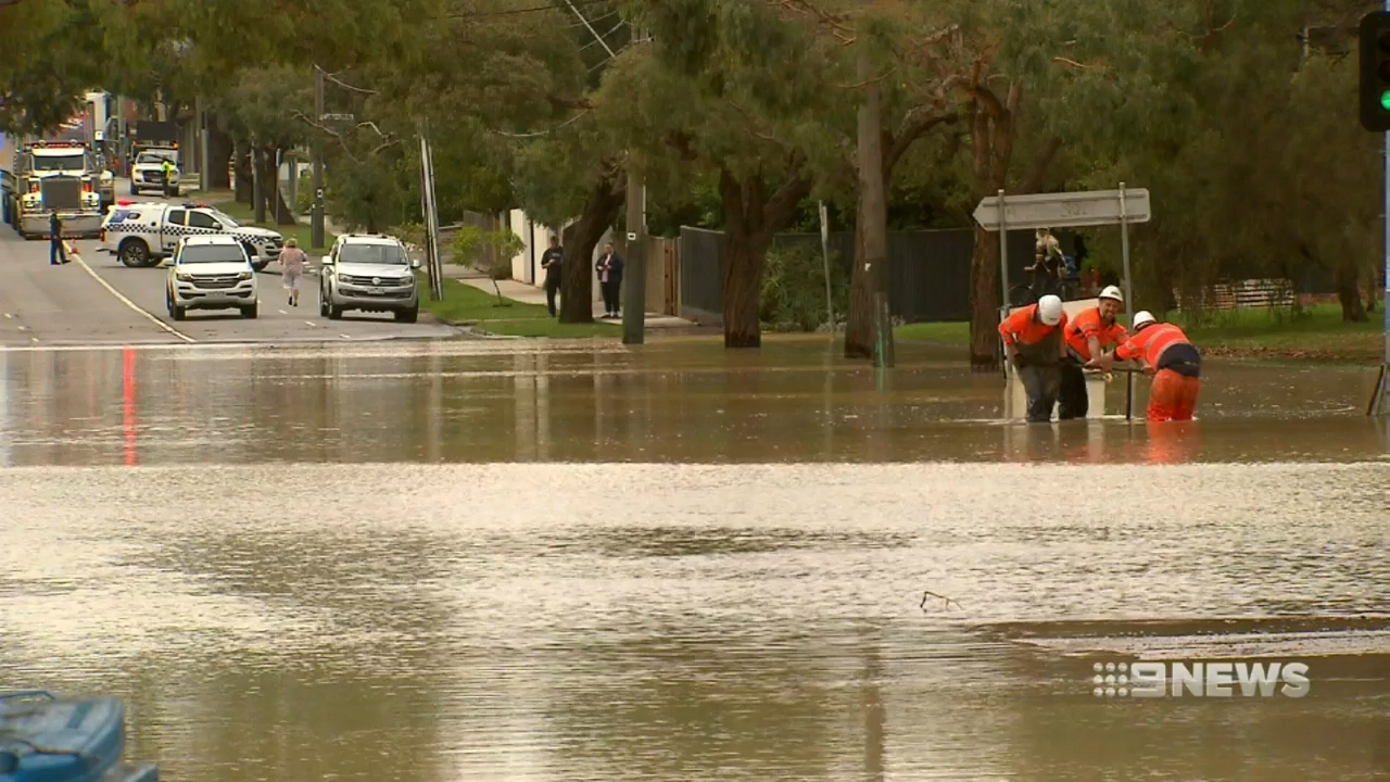 Pipe bursts causing flooding on a Melbourne street