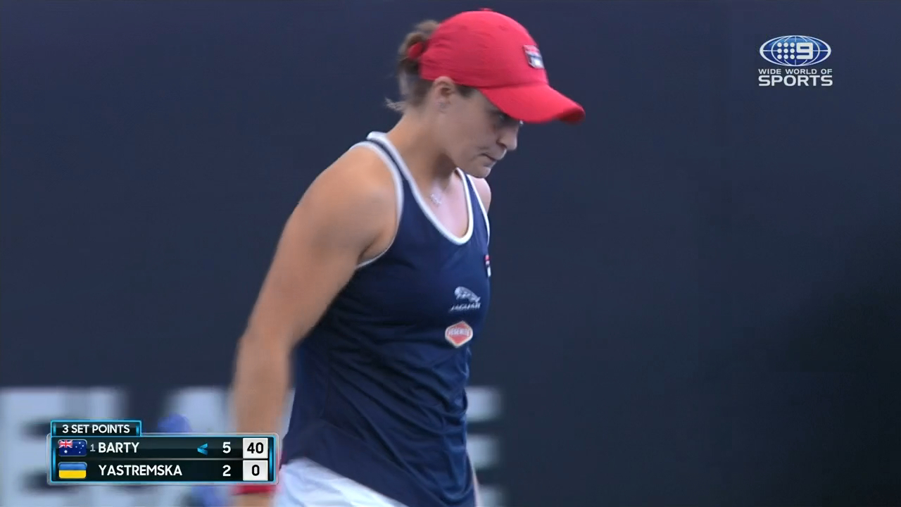 Barty takes first set