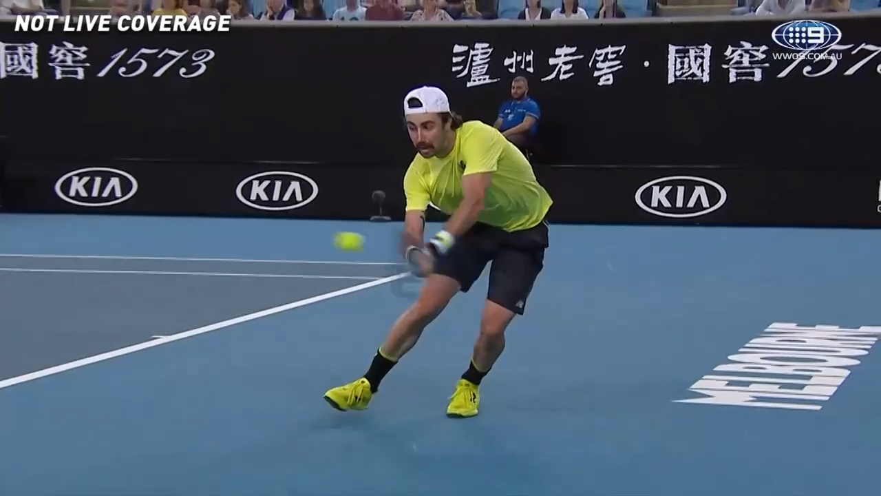 Thompson launches stunning backhand winner