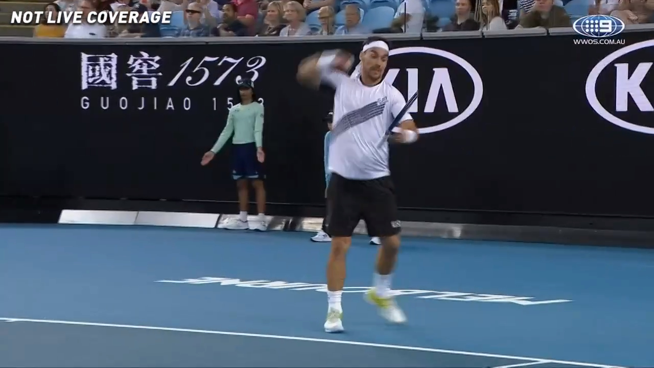 Fognini punches racquet as final set heats up