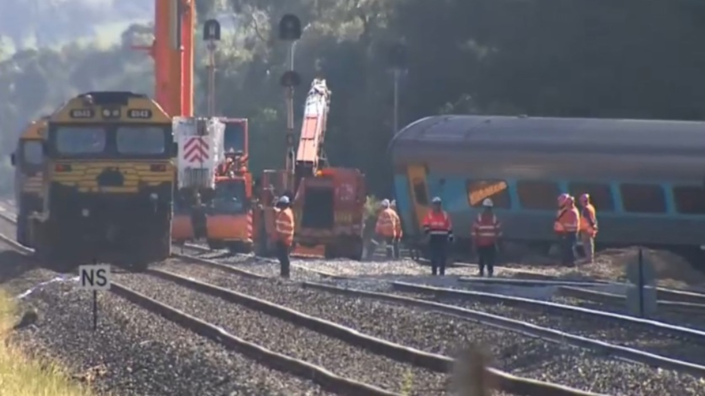 Clearing of Melbourne train wreckage