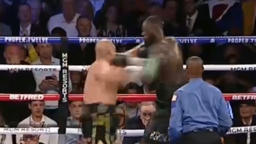 Tyson Fury dominates Wilder in round three