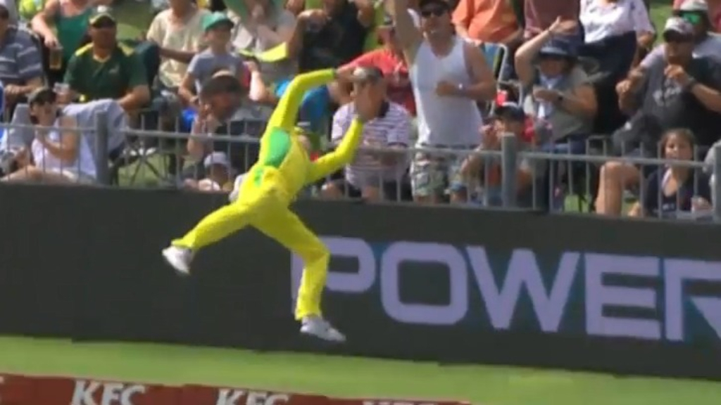 Smith's 'Superman' fielding stunner