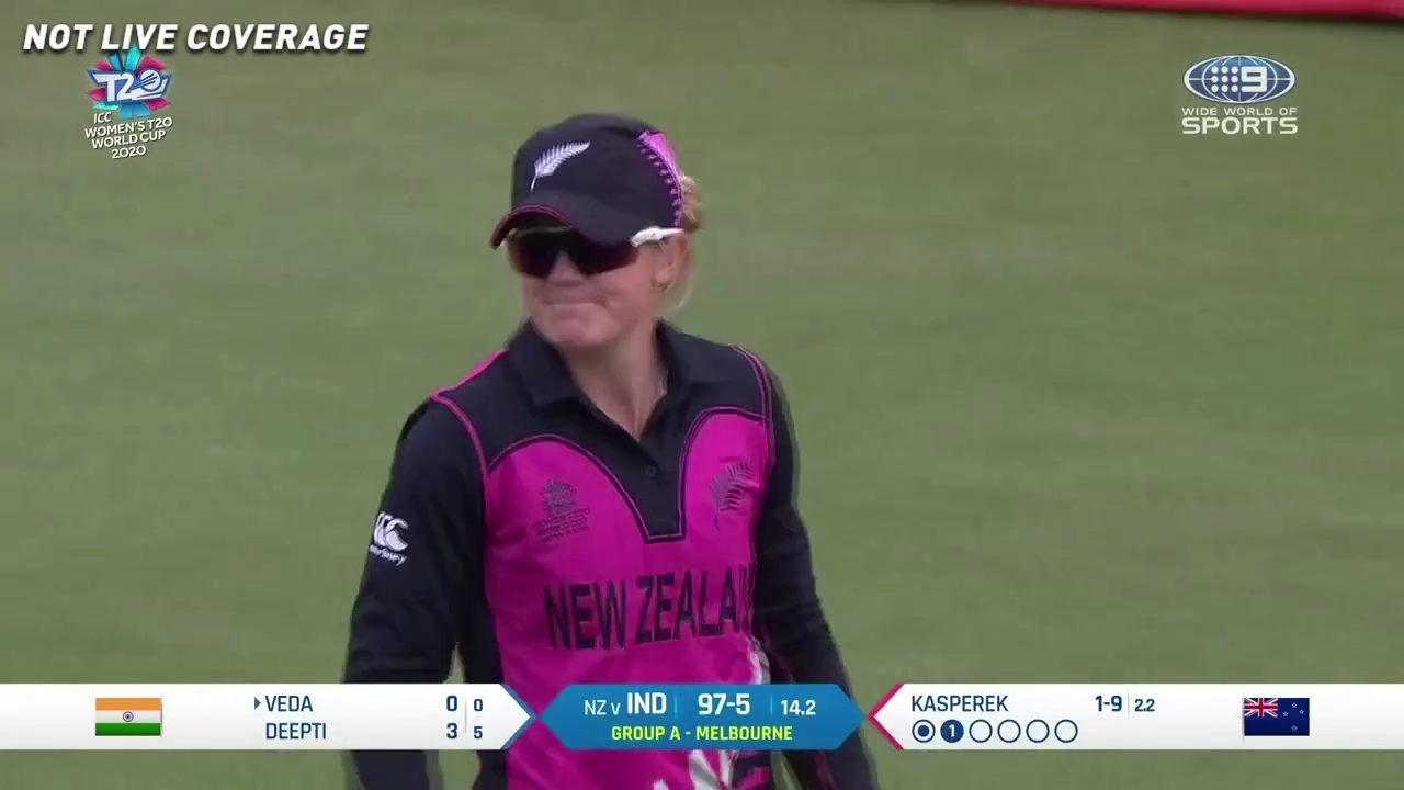 New Zealand fielder drops an absolute sitter