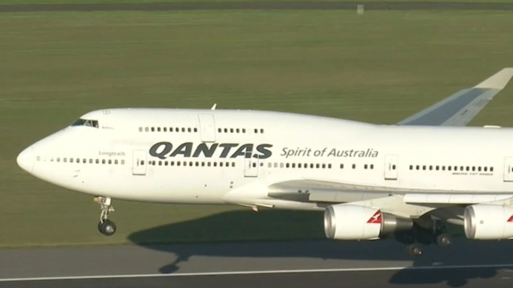 Coronavirus: Last international Qantas flight lands