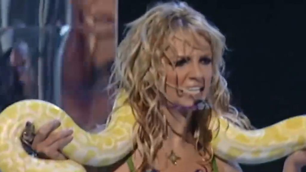 Britney Spears performs I'm a Slave 4 U at MTV VMAs