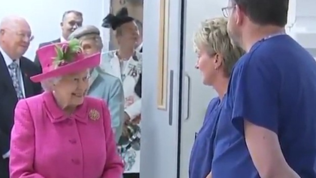 Queen thanks 'selfless' healthcare workers in new message