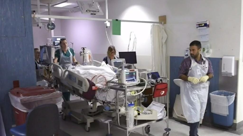 Coronavirus: Australians warned not to wind back social distancing