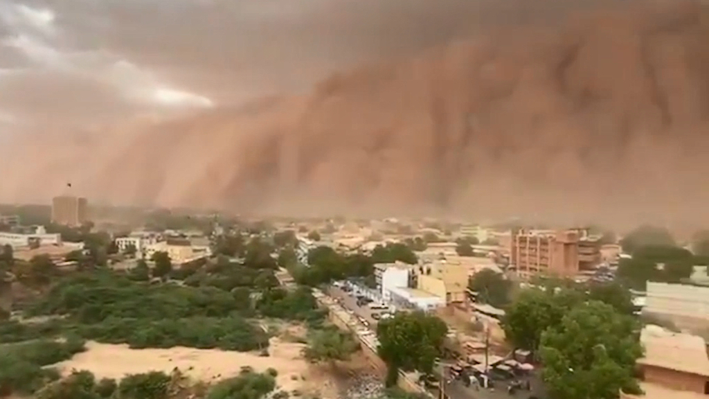 Netizens react as massive sandstorm in West Africa turns sky 'red'