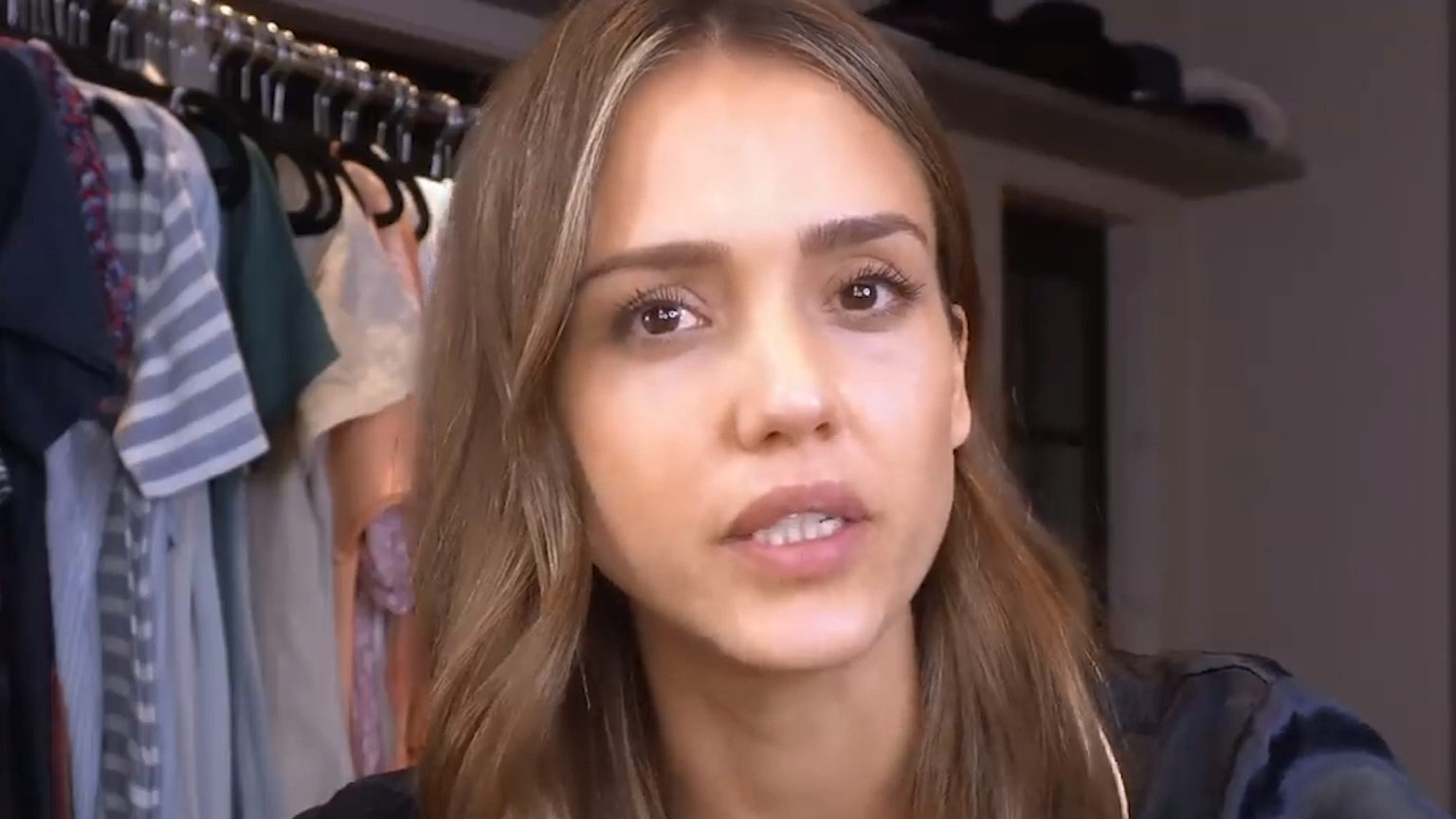 Jessica Alba cuts her daughters' hair in isolation