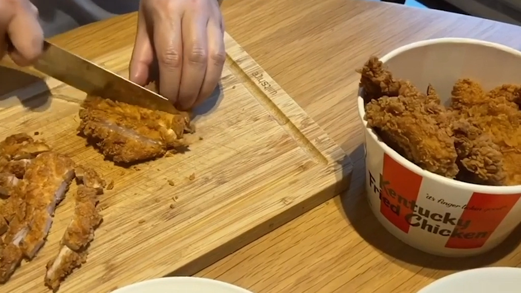 Top Sydney chef's speedy KFC Zinger hack goes viral
