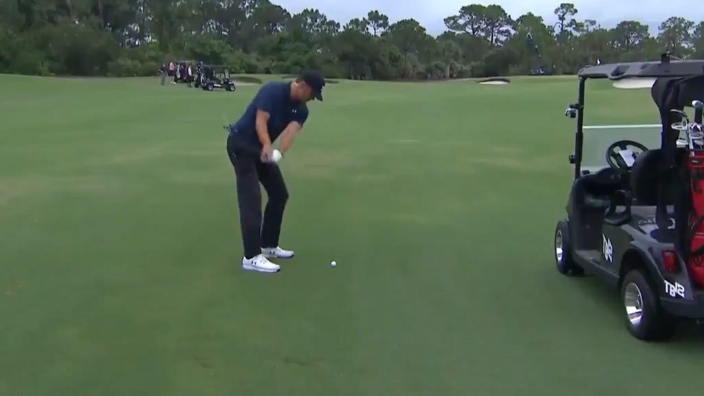 Tom Brady holes out with incredible shot during The Match