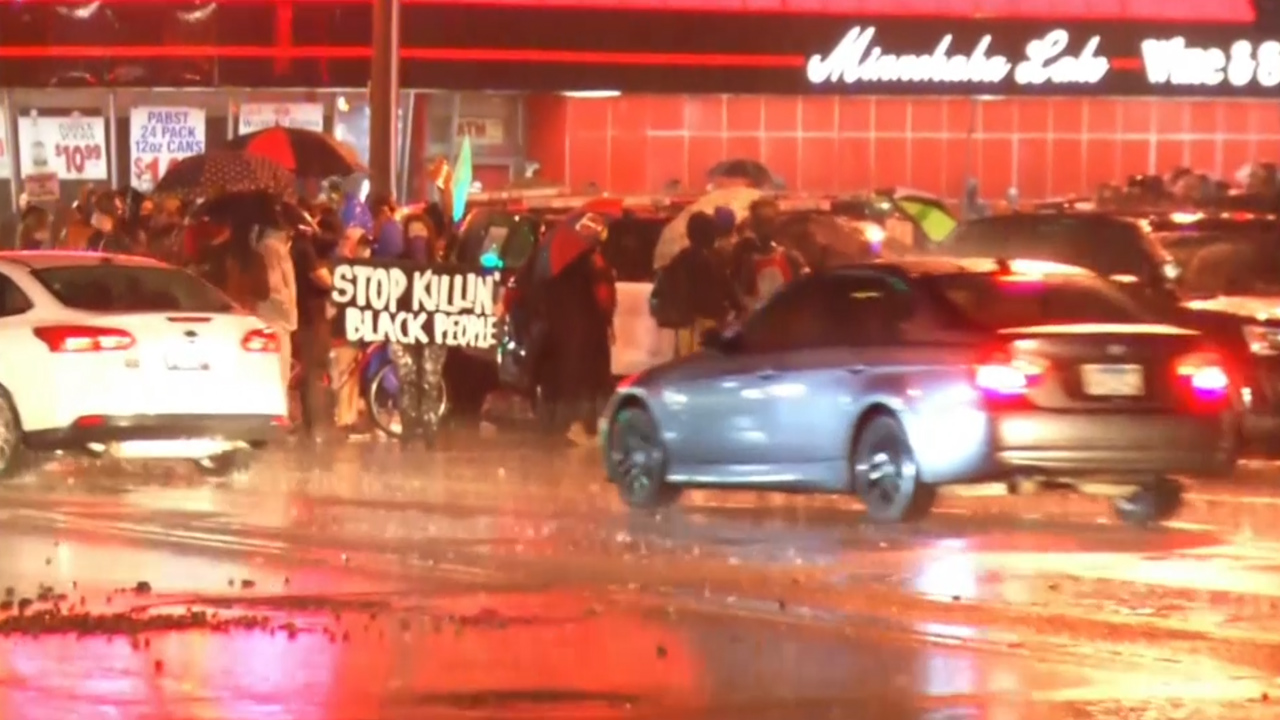 Police and protesters clash over black man's death