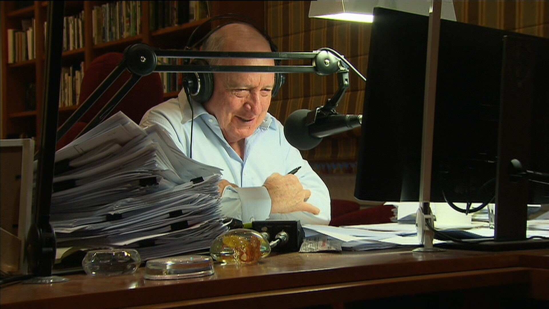 Alan Jones broadcasts final radio show