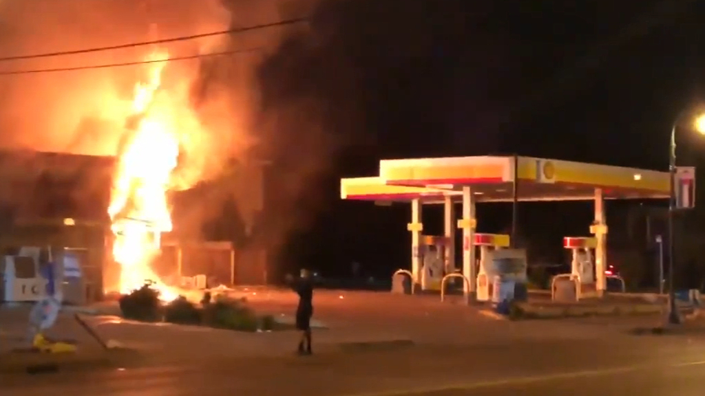Petrol station set alight in Minneapolis
