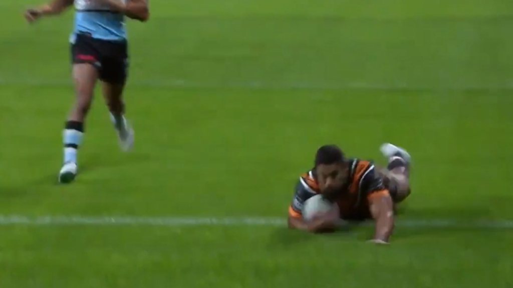 Robert Jennings extends the lead for the Wests Tigers