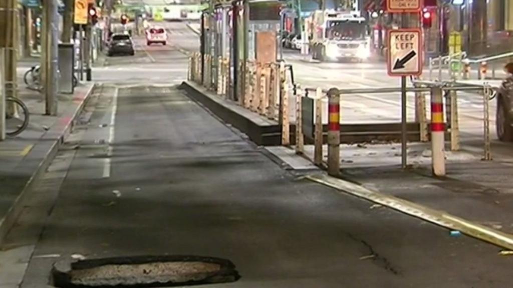 Melbourne sinkhole closes CBD street