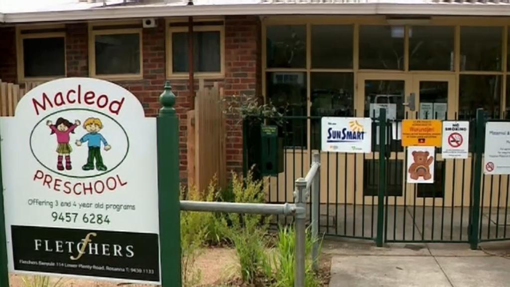 Coronavirus: Melbourne students forced into lockdown