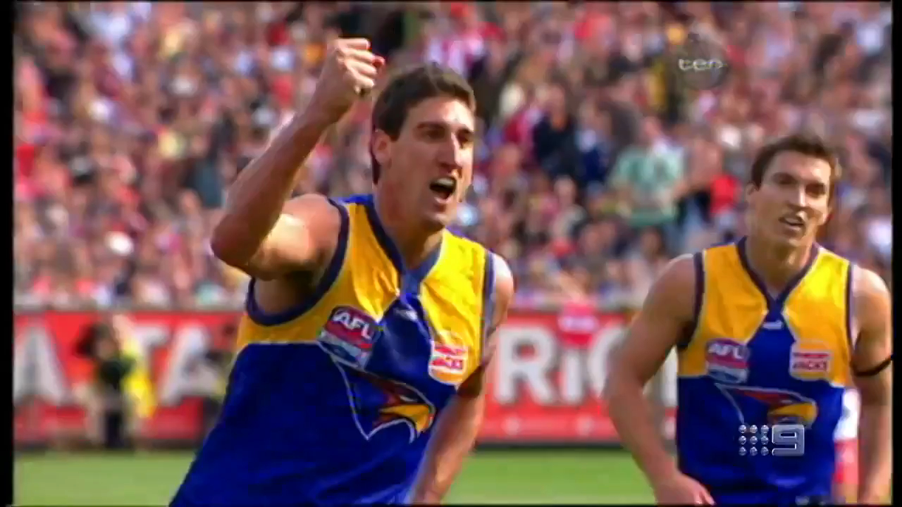 Cox inducted into Australian Footall Hall of Fame