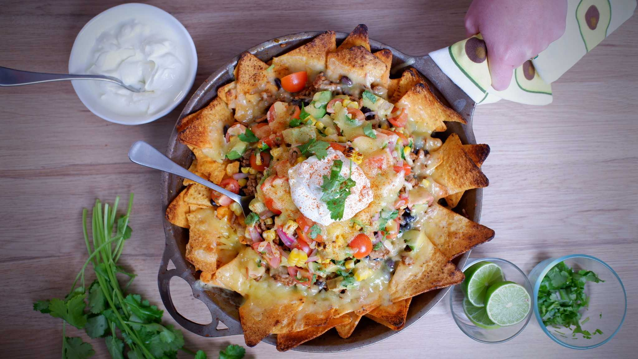 9Honey Every Day Kitchen: Yes, you can do your nachos all in one pan