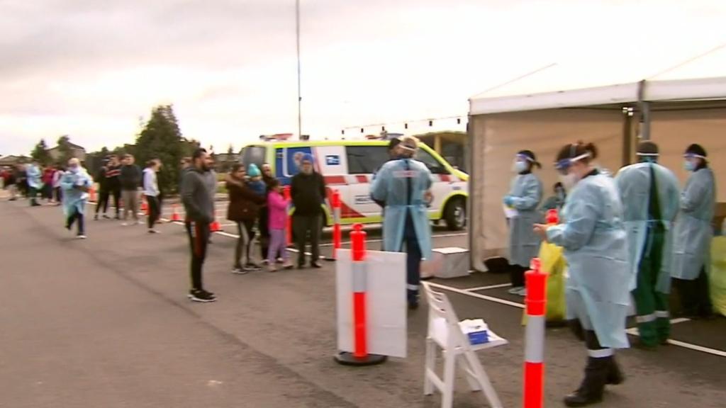Coronavirus: Long queues at Victorian testing sites